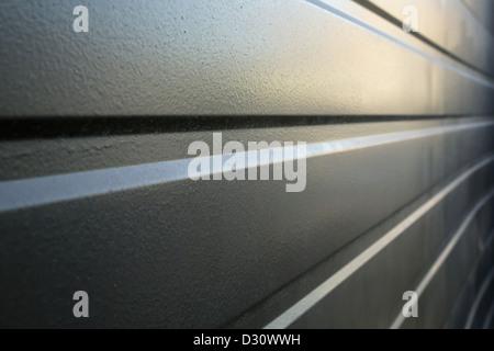 Mur métal formé en perspective conduisant à une diminution de la Punto Banque D'Images