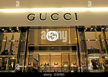 4da7ca993b5 Boutique Gucci boutique hors terminal 2 de Roissy Charles-de-Gaulle Paris  France Banque