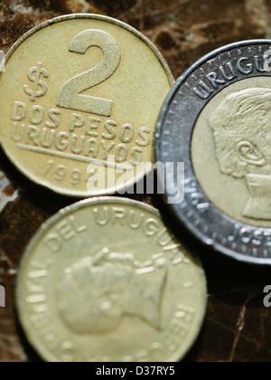 Close up of coins uruguayen Banque D'Images