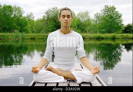 La méditation de l'homme jetée en bois Banque D'Images