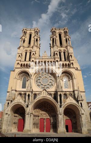 La façade de la cathédrale gothique Notre-Dame de Laon, Aisne, Picardie, France. Banque D'Images