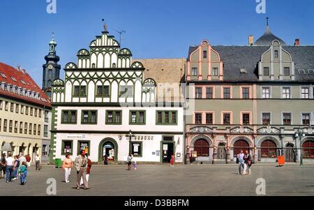 (Afp) - l'ancienne maison de village (C) et l'Lucas-Cranach-House (R) à Weimar, photographié en 1993. En 1999, Weimar Banque D'Images