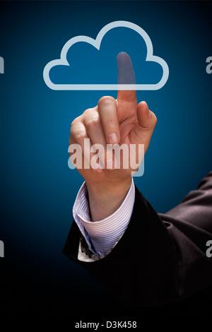 Le concept de cloud computing. Mans part cliquez sur l'icône de nuage Banque D'Images