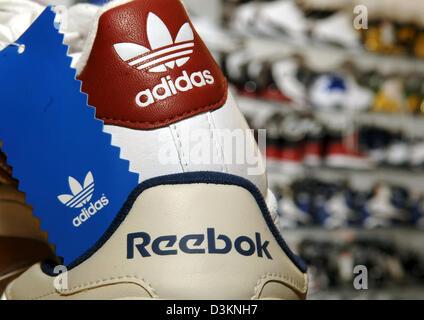 Afp) l'image montre une sneaker Adidas Reebok dans une