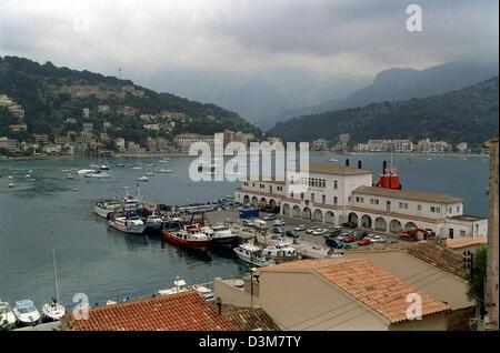 (Afp) - l'image montre une vue du port de Soller, Majorque, Espagne, 15 juin 2004. L'île est que la ligne de tramway, Banque D'Images