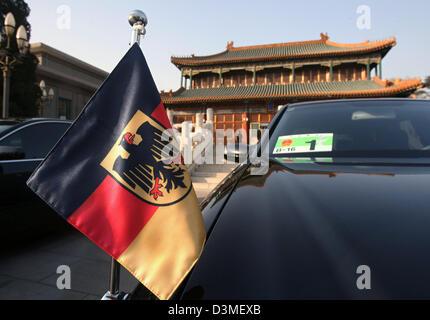 La limousine du ministre allemand des Affaires étrangères Steinmeier arrive à l'office de la Chine est le premier ministre Wen Jiabao à Beijing, Chine, le mercredi 22 février 2006. Au cours de ses entretiens avec le plus grand des hommes politiques Steinmeier prévoit de discuter de la coopération énergétique croissante de la Chine avec l'Iran, le Soudan et d'autres membres s'il existe un potentiel de conflit, selon des sources informées. Steinmeier est t