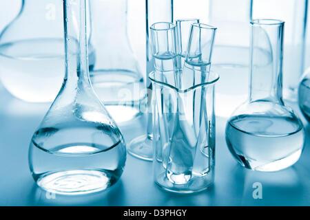 Verrerie de laboratoire blue toned Banque D'Images