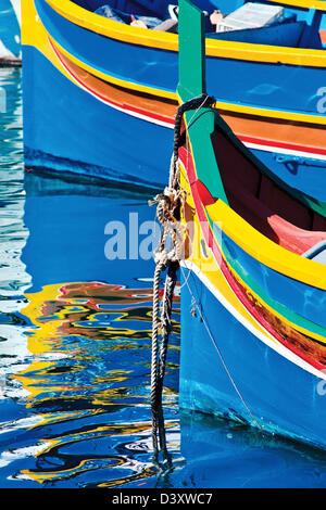 Bateaux de pêche traditionnelle maltaise.Marsaxlokk Malte,. Banque D'Images