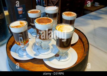 Assortiment de cafés dans un bar. Banque D'Images