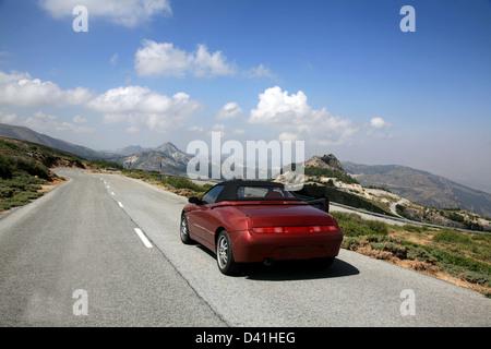 Voiture de sport cabriolet à Sierra Nevada en Espagne Banque D'Images