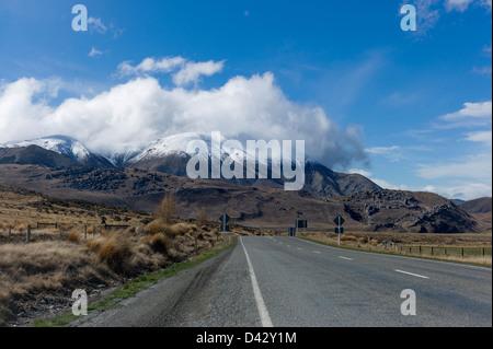 La route de la colline du château. L'île du Sud en Nouvelle-Zélande. Nommé le centre spirituel de l'univers par Banque D'Images