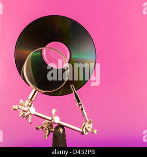 Concept pour l'analyse de données, de CD et de l'objectif sur un fond de couleurs vives Banque D'Images
