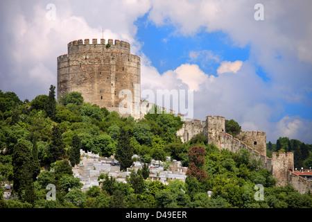 Château rumelihisari également connu sous le nom de château de l'Europe médiévale, monument à Istanbul, Turquie. Banque D'Images