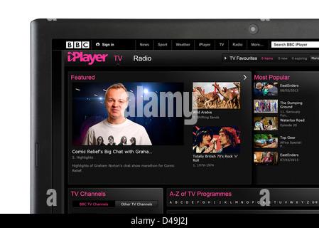 Regarder la télévision via BBC iPlayer sur un ordinateur portable Banque D'Images