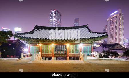 Motifs du Temple de Bongeunsa dans le district de Gangnam de Séoul, en Corée du Sud. Banque D'Images