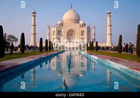 Le Taj Mahal, Agra, Inde au coucher du soleil Banque D'Images