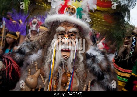 Berlin, Allemagne, l'homme Indien avec masque sur le Carnaval des Cultures Banque D'Images