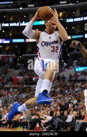 Los Angeles, Californie, USA. 13 mars 2013. Los Angeles Clippers Blake Griffin power de l'avant (32) va jusqu'à une mise en place au cours de la NBA match entre les Los Angeles Clippers et les Grizzlies de Memphis au Staples Center de Los Angeles, CA. David Hood/CSM/Alamy Live News