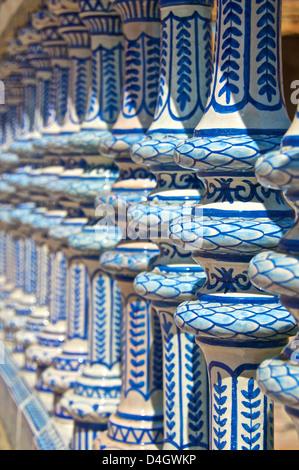 Décor céramique colonnes, Plaza de España, Séville, Andalousie, Espagne Banque D'Images