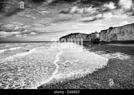 La vaisselle des vagues on Rocky beach Banque D'Images