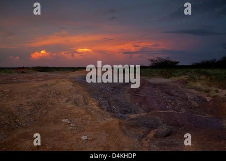 La tombée de la nuit dans le parc national de Sarigua, Herrera province, République du Panama.