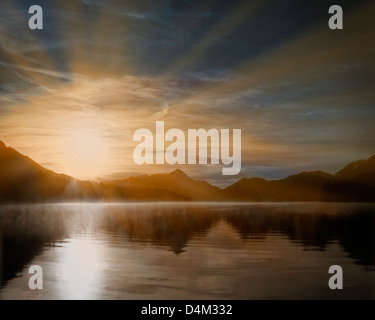 DE - La Bavière: Coucher de soleil sur le lac de Walchensee nr. Kochel Banque D'Images