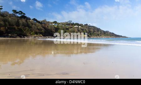 La belle plage de sable de Carbis Bay près de St Ives Cornwall England UK Banque D'Images