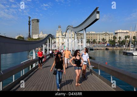 Rambla del Mar, le Port Vell, Barcelone, Espagne Banque D'Images