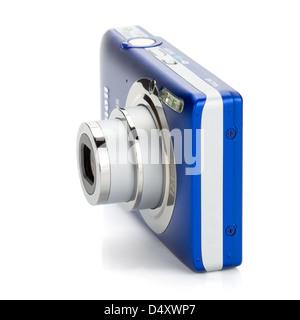 Appareil photo compact bleu. Isolé sur fond blanc Banque D'Images
