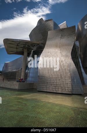 Le musée Guggenheim conçu par l'architecte Frank Gehry, canado-américaines et situé à Bilbao, Pays Basque, Espagne Banque D'Images