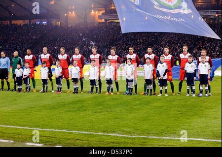 Glasgow, Ecosse, Royaume-Uni. 22 mars 2013. L'équipe du Pays de Galles en file pendant la Coupe du Monde 2014 GROUPE A Qualifing match entre l'Ecosse et au Pays de Galles à Hampden Park Stadium. Crédit: Colin Lunn / Alamy Live News