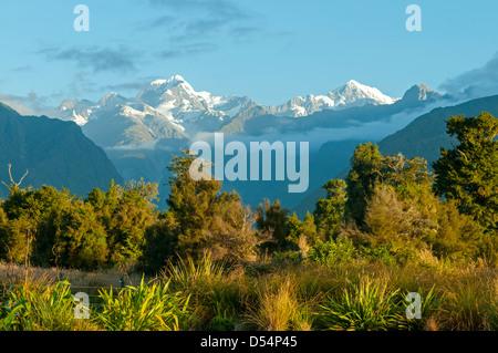 Cook et Tasman mts du lac Matheson, Alpes du Sud Banque D'Images