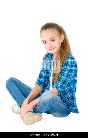 ... La fille en jeans et une chemise à carreaux est photographié sur le  fond blanc Banque 3e9a52c973a