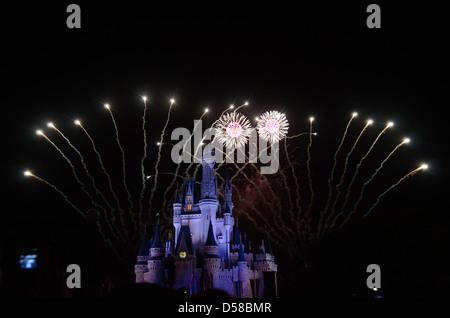 Souhaits d'artifice au Château de Cendrillon au Magic Kingdom de Disney Orlando Floride Banque D'Images