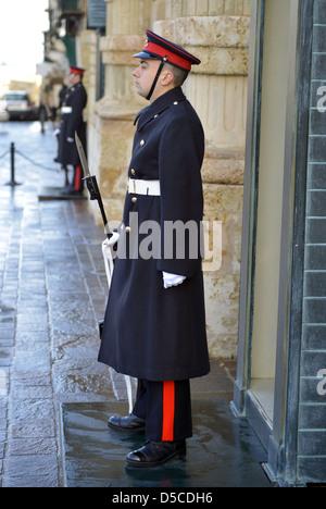 En dehors de la garde palais des Grands Maîtres, La Valette, Malte. Banque D'Images