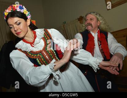Danseurs et chanteurs en costumes nationaux, Cracovie, Pologne Banque D'Images