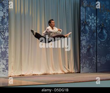 Danseuse de ballet adultes sur scène dans un centre commercial à Cagayan de Oro, philippines Banque D'Images