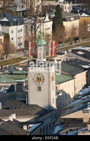Une vue aérienne de l'Ancien hôtel de ville (Altes Rathaus) et la rue Getreidegasse dans l'Altstadt, Salzbourg, Banque D'Images