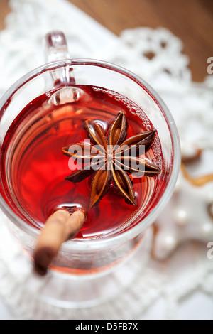 Close up de vin chaud à la badiane en verre Banque D'Images