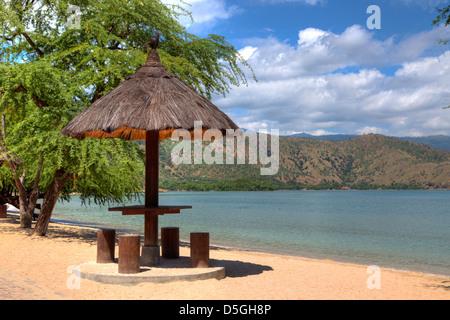 Feuilles naturelles couverts cabane sur une plage au Timor Leste dans HDR