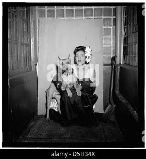 [Portrait de Billie Holiday et Mister, Downbeat, New York, N.Y., ca. 10 févr. 1947] (LOC) Banque D'Images