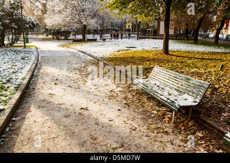 Square recouvert de neige. Milan, Province de Milan, en Italie. Banque D'Images