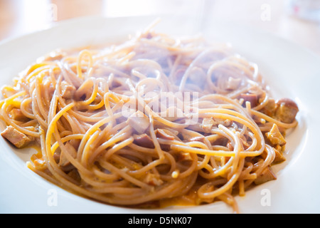 Spaghetti alla carbonara, un classique de la cuisine italienne Banque D'Images