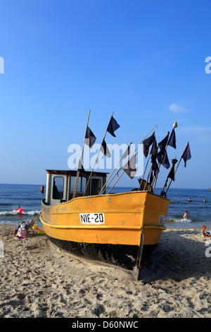 Niechorze (Horst), bateau de pêche, à la plage, sur la mer baltique, occidentale, Pologne Banque D'Images