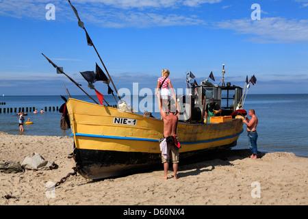 Niechorze (Horst), bateau de pêche au thebeach, mer baltique, occidentale, Pologne Banque D'Images