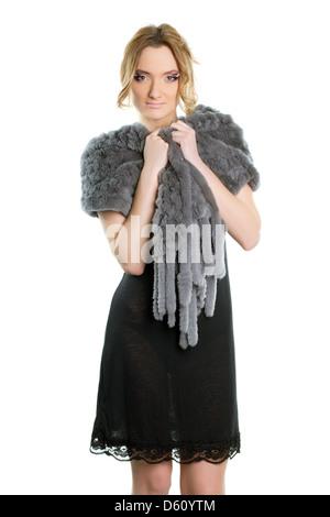 Femme dans une robe de cocktail noire Banque D'Images