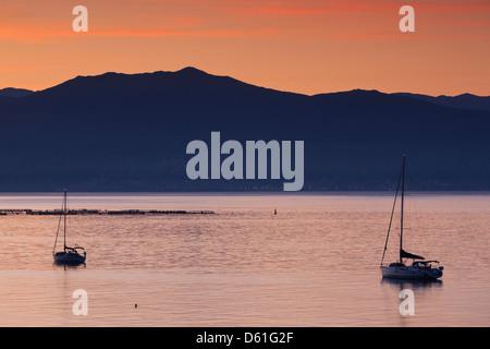 France, Corse, Ajaccio, pointe de la Pirata, aube avec voiliers Banque D'Images