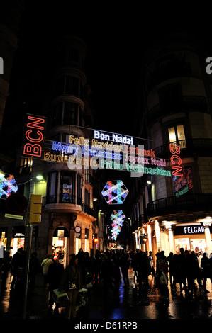 Barcelone, Espagne - DEC 23: lumières de Noël dans la rue Portaferrisa (Barri Gotic) le 23 décembre 2009 à Barcelone, Espagne. Banque D'Images