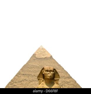 Le Sphinx et la grande pyramide isolé sur fond blanc Banque D'Images