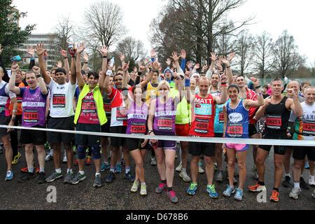 Brighton, UK. 14 avril, 2013. Le Marathon 2013 de Brighton. Sur la photo, c'est l'action de l'événement le long Banque D'Images